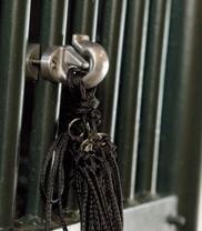 Držák na mříže